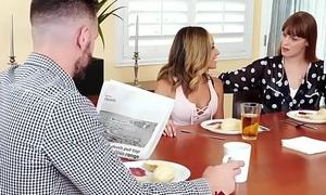Beautiful Teen Slut Averie Moore Bonks Will not hear of Hot Step-Uncle