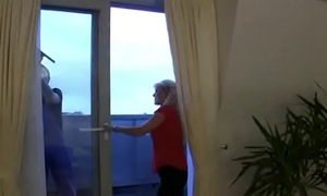 Young Windowcleaner Fucks hot Mom at Work