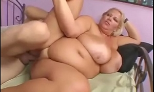 My hot Plumper mom get fucked by my team up when i was at college.