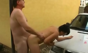 Chick gives a steamy oral labour